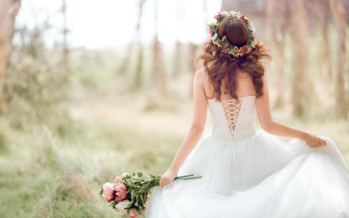 Các đôi được giảm 20% cho gói tiệc cưới trọn gói và giảm 25% gói trang trí từ Công ty CLEO khi đặt tiệc từ nay đến 15/4.