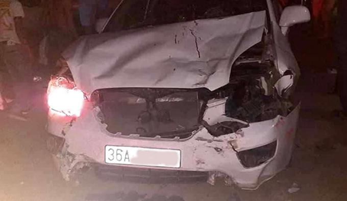 Xe ô tô biến dạng sau tai nạn.