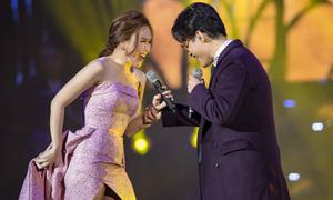 Mỹ Tâm xách váy, dạy Hà Anh Tuấn nhảy trên sân khấu