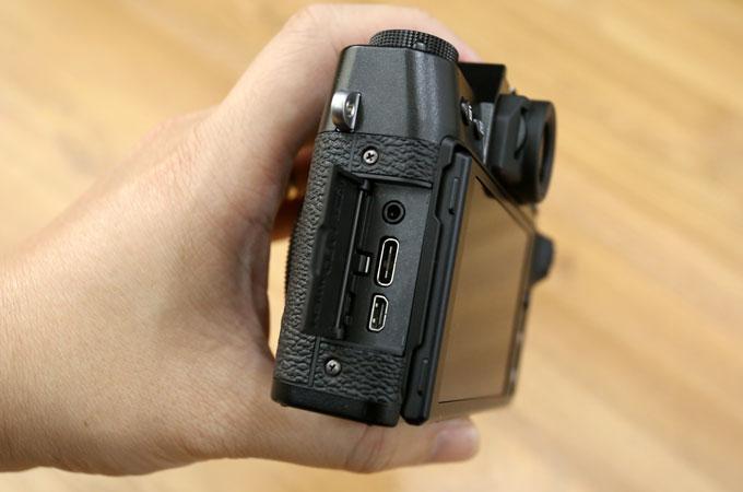 Cổng USB-C đáng giá trên X-T30.