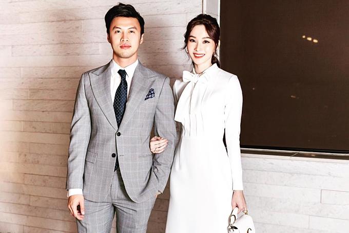 Hoa hậu Đặng Thu Thảo và Shark Lê Đăng Khoa dắt tay nhau đi xemshow thời trang.