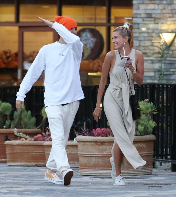 Justin vốn nổi tiếng là anh chàng thích đùa nghịch và Hailey không hề phiền lòng trước tính cách hơi trẻ con của chồng.