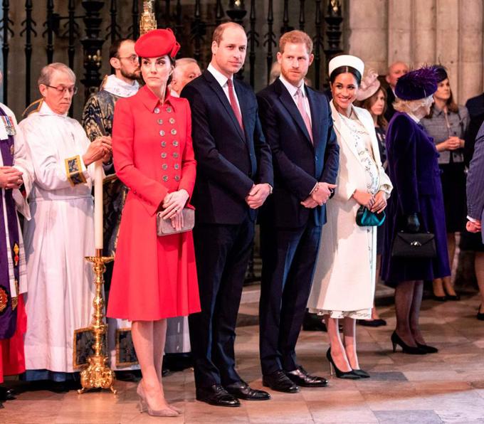 Vợ chồng Kate - William và Harry - Meghan tại Điện Buckingham hôm 11/3. Ảnh: UK Press.