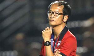 Thầy của Văn Lâm từ chức sau trận thua thứ ba tại Thai League