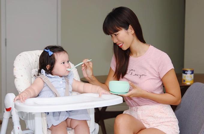 Hà Anh muốn dành trọn thời gian cho con gái đầu lòng, chăm sóc bản thân, giữ lửa hôn nhân và phát triển sự nghiệp.