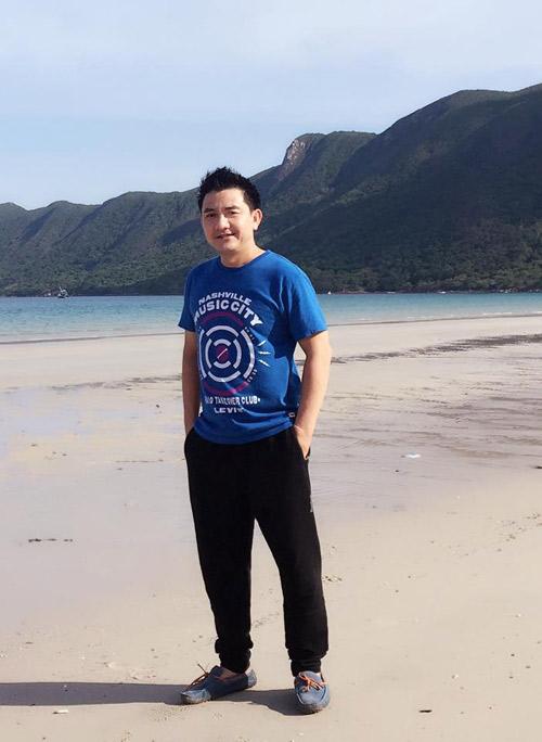 Đây là lần thứ 2,Anh Vũ trở lại Côn Đảo viếng thăm mộ Cô Võ Thị Sáu và các anh hùng liệt sĩ...Một vùng đảo lịch sử và linh thiêng.... 10/2017