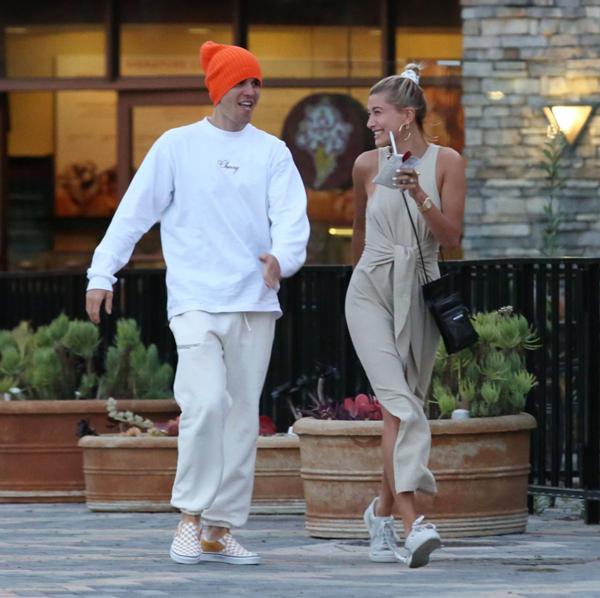 Justin và vợ vui đùa trên phố vào cuối tuần qua.