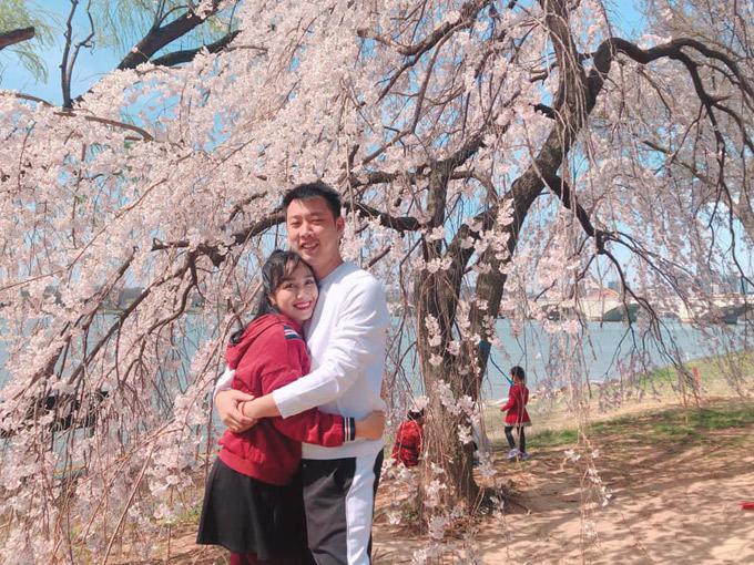 Ốc Thanh Vân đưa cả nhà đi ngắm hoa anh đào ở Mỹ