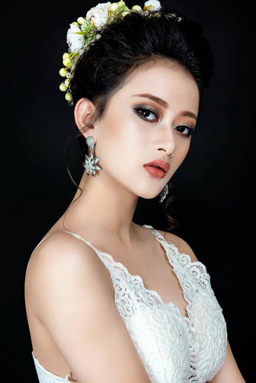 Bộ ảnh được thực hiện với sự hỗ trợ của trang điểm: Dương Yến Nhi, nhiếp ảnh: Fynz.