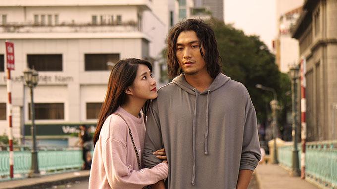 Kiều Trinh và Xuân Phúc đóng một cảnh hẹn hò trong phim.