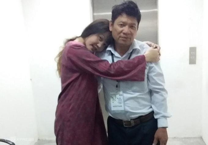 Ông Thạnh và con gái Đoàn Thị Hương tại phiên toà ở Malaysia. Ảnh:NVCC.