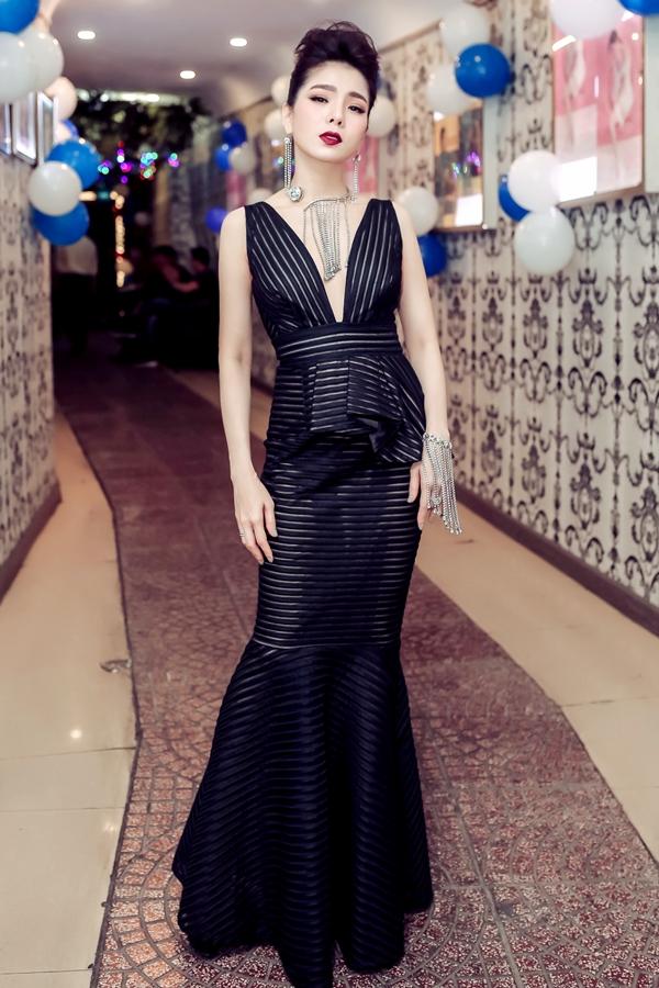 Lệ Quyên có đêm nhạc mừng sinh nhật tuổi 38 tại phòng trà của vợ chồng cô, tối 2/4 tại TP HCM.