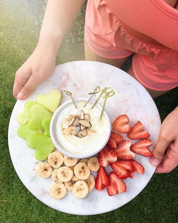 Thực đơn của cô hoàn toàn không có tinh bột và đường, chủ yếu nhiều rau xanh, hoa quả và thịt nạc.