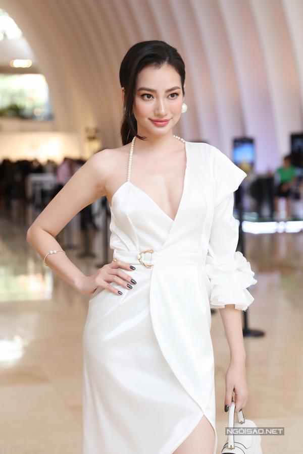 Trúc Diễm, Trương Ngọc Ánh khoe vai trần trong sự kiện - 1