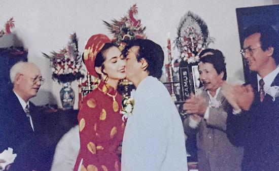 Thanh Xuân và đại sư Nam Anh - chường môn phái Vịnh Xuân trong đám cưới năm 1996.