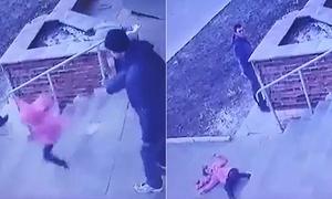 Bố gây phẫn nộ vì hất con gái xuống 7 bậc cầu thang