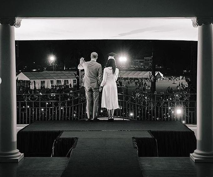 Những bức ảnh đầu tiên trên Instagram của Harry và Meghan - 1