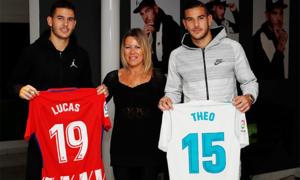 Bà mẹ đơn thân nuôi dưỡng hai sao đang chơi cho Real Madrid và Bayern Munich