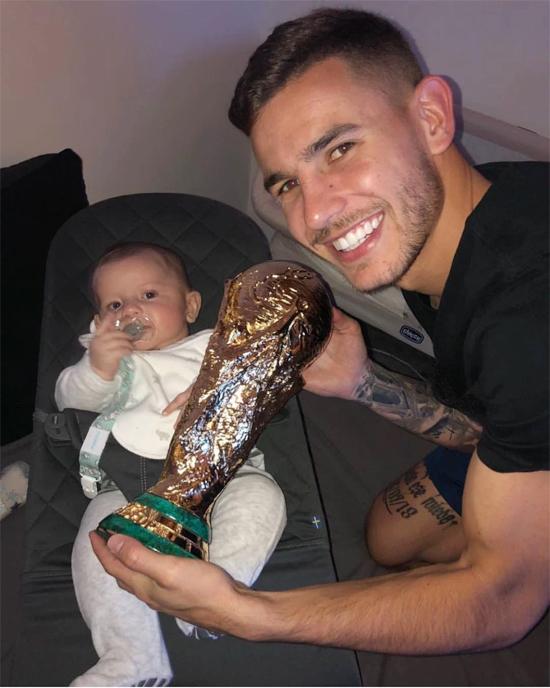 Hậu vệ trẻ đón con trai đầu lòng ngay sau World Cup 2018.