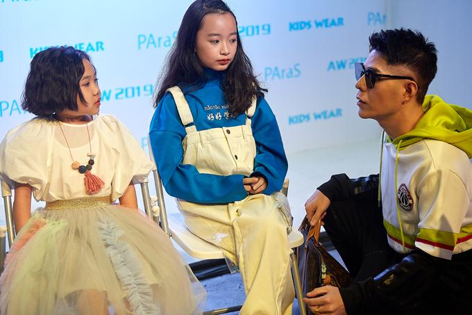 Nhận được lời mời của các nhà thiết kế Thượng Hải, mẫu nhí Khánh An và Phương Anh của câu lạc bộ Pinkids