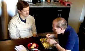Một phút đọc: Bữa tối của bố và con trai