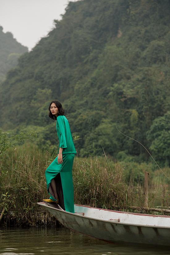 Bộ sưu tập Phượng sẽ được trình làng trong khuôn khổ Tuần lễ thời trang quốc tế Việt Nam 2019, diễn ra từ ngày 10/4 đến 14/4 tại Nhà thi đấu Nguyễn Du, TP HCM.