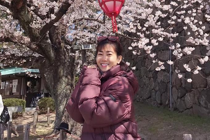 Sức khỏe yếu nênMai Phương mặc thêm áo ấm giữ nhiệt cho cơ thể. Từ khi phát hiệu căn bệnh ung thư phổi, nữ diễn viên gần như ngừng các hoạt động nghệ thuật, cố gắng giữ tinh thần lạc quan, vui vẻ.