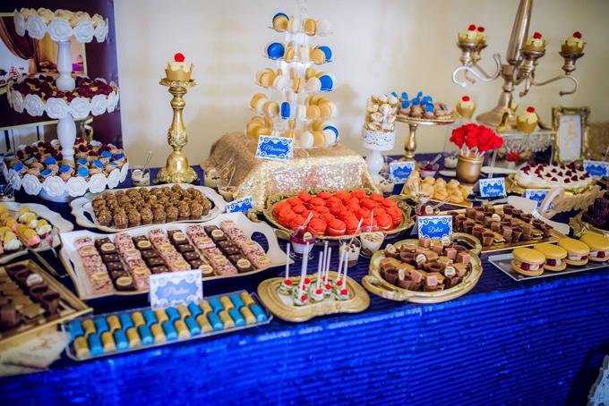 Bánh kẹo, đồ ăn vặt, macarons... ở quầy tiếp tânkhiến khách mời nhí không khỏi thích mê.