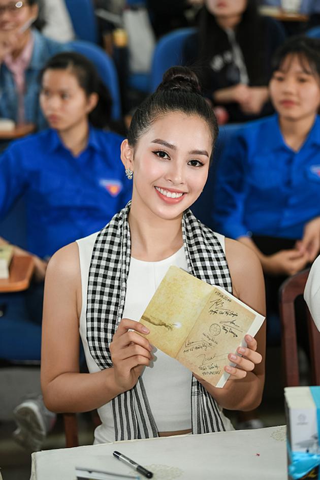 Á hậu Thùy Dung: