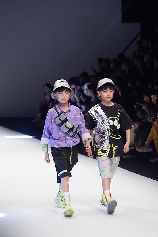Bộ sưu tập xuân hè 2019 của Balabala giới thiệu các mẫu trang phục tôn nét năng động trẻ trung cho cả bé trai và bé gái.