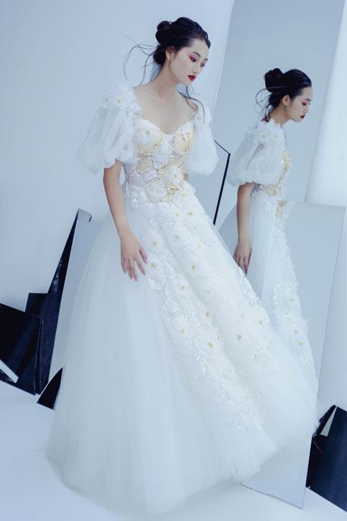Cùng là tay phồng nhưng các mẫu váy có sự đa dạng, phong phú về kiểu dáng, chất liệu sẽ dễ dàng chiều lòng các mong muốn của cô dâu.