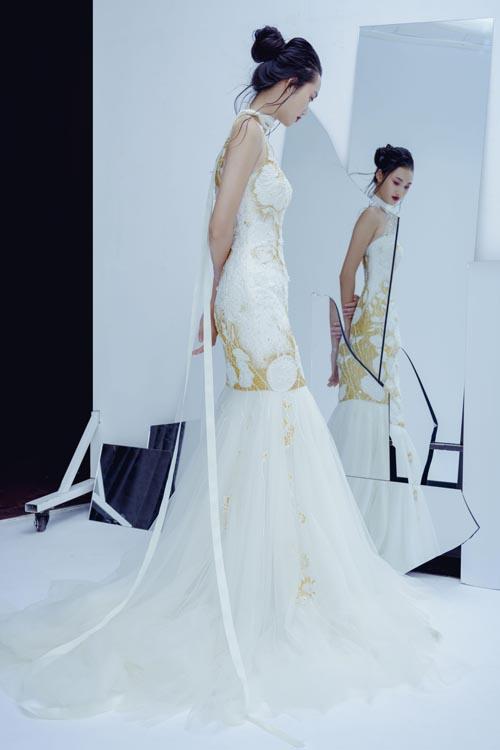 Các gam màu chủ đạo của những mẫu váy gồm trắng, vàng, hồng dành cho cô dâu yêu thích sự ngọt ngào và lãng mạn.