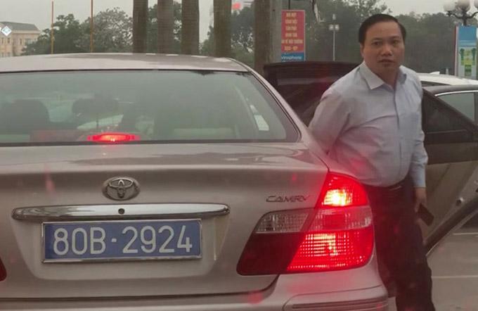 Ông Trần Hồng Quảng thường xuyên được chở đi công tác bằng chiếc xe biển số 80B.