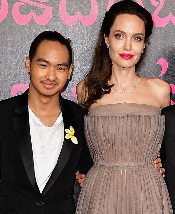 Angelina Jolie và Maddox.