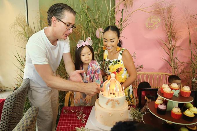 Vợ chồng Đoan Trang mở tiệc mừng con gái tròn 5 tuổi - 4