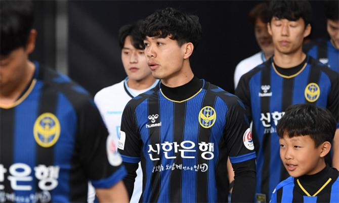 Công Phượng ra sân trong đội hình xuất phát của Incheon United ở trận gặp Daegu. Ảnh: Onsen.
