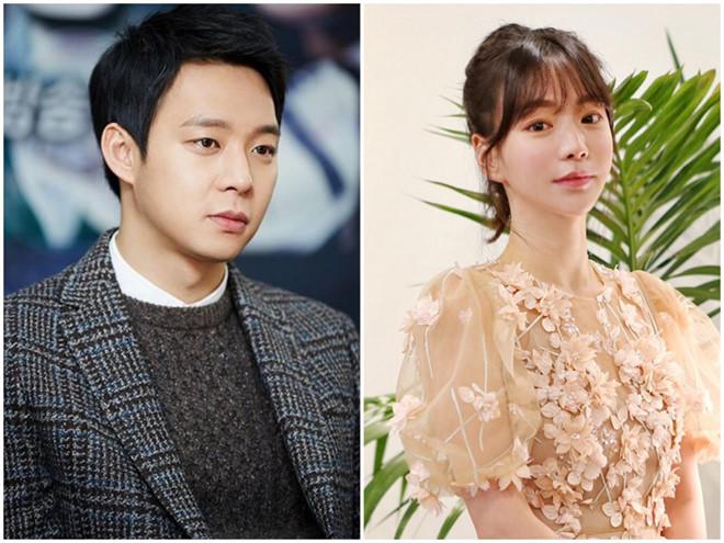 Hwang Ha Na là hôn thê cũ của Park Yoo Chun, hai người từng có kế hoạch làm đám cưới, nhưng sau đó hủy hôn.