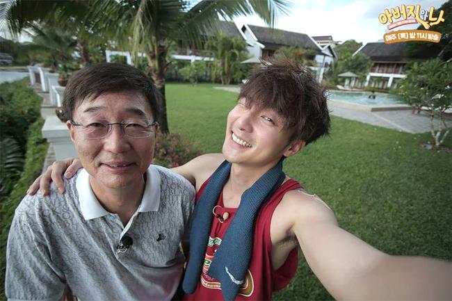 Roy và bố, ông Kim Hong Taek.