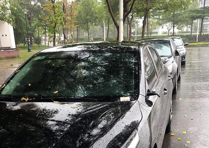 Chiếc Cerato đời mới, được mua cách đây khoảng hai tháng, cũng bị vặt trộm gương. Ảnh: Phương Định.