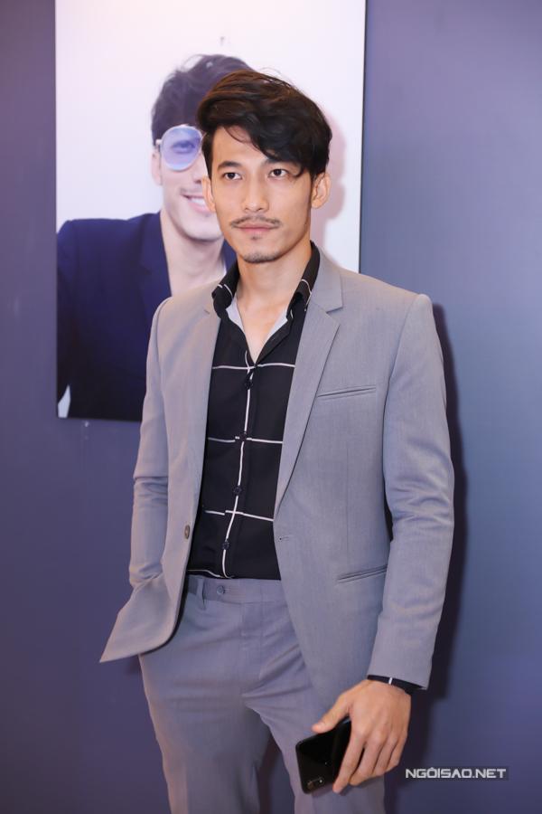 Liên Bỉnh Phát mặc vest lịch lãm đi sự kiện. Hình ảnh của anh ngoài đời khác hẳn vẻ bặm trợn của gã giang hồ chuyên đòi nợ thuê trong phim điện ảnh Song Lang.