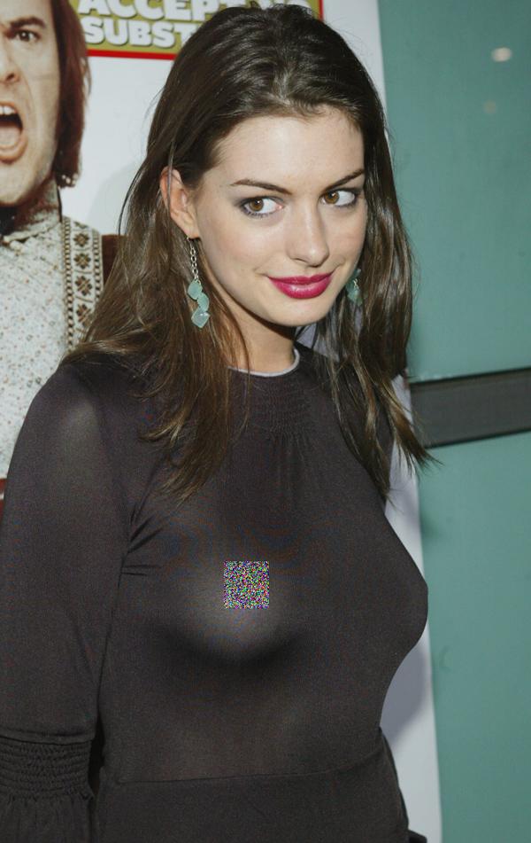 Tham dự buổi công chiếu phim School of Rock, Anne Hathaway gặp sự cố hớ hênh trước ánh đèn flash do mặc áo đen bó sát và không sử dụng phụ kiện vòng một.