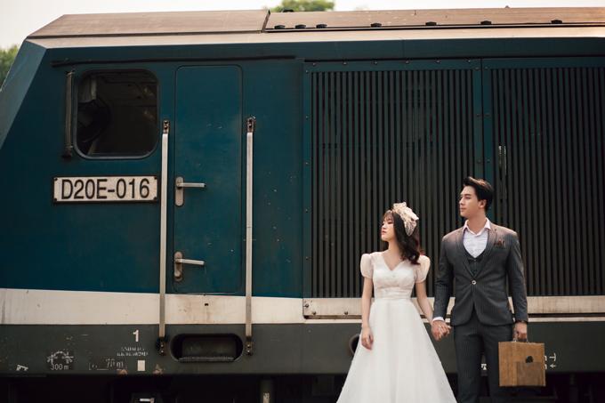 Để chuẩn bị cho bộ ảnh chụp ở 4 nơi khác nhu với 2 phong cách cổ điển và Hàn Quốc, ekip đã chuẩn bị trng phục, phong cách mkeup, đạo cụtrong hơn 1 tháng.