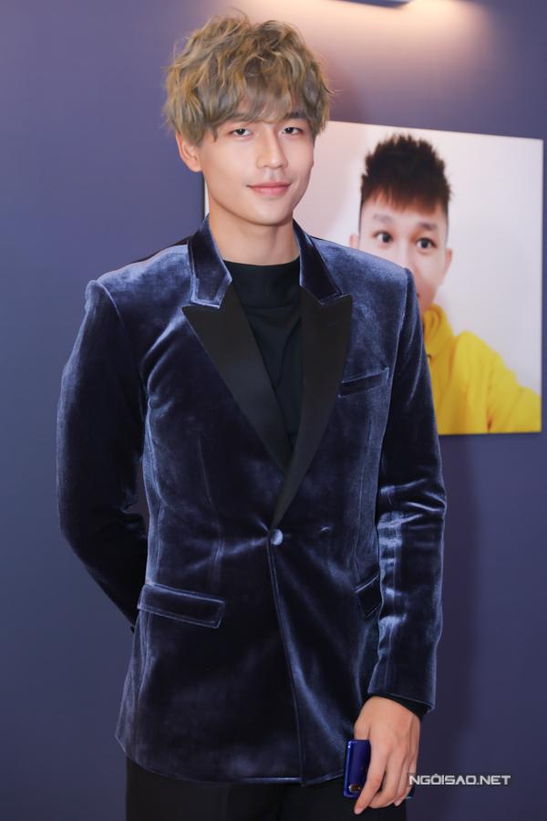 Diễn viên Trần Quốc Anh mới gây chú ý với vai Trạng Quỳnh, diễn cặp cùng đàn chị Nhã Phương trên màn ảnh rộng.