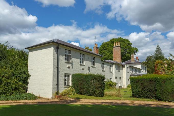 Dinh thự Frogmore Cottage, nơi vợ chồng Harry sắp chuyển tới ở trong vài tuần tới. Ảnh: Alamy.