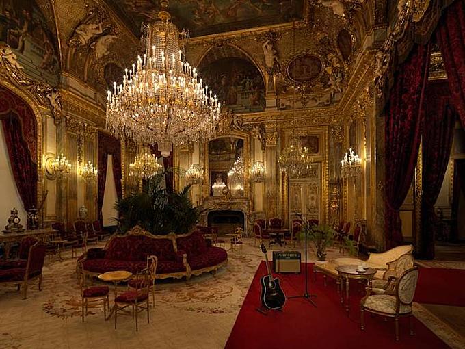 Buổi hòa nhạc trong căn phòng sang trọng của vua Napoleon III