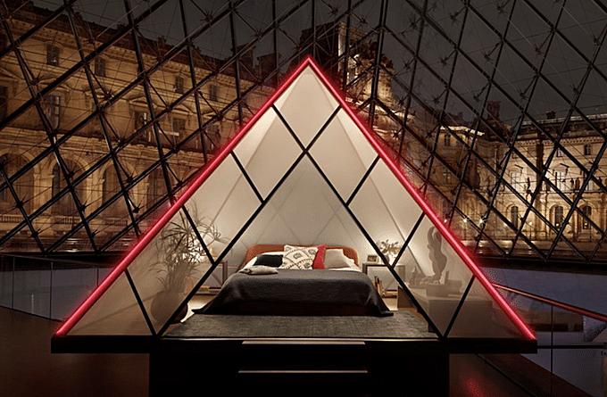 Căn phòng dành cho vị khách may mắn bên trong kim tự tháp bằng kính.
