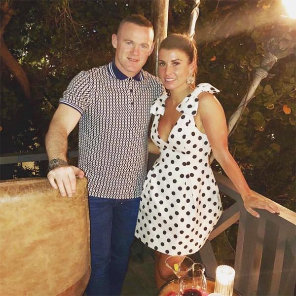 Rooney đăng ảnh tình tứ chúc mừng sinh nhật vợ