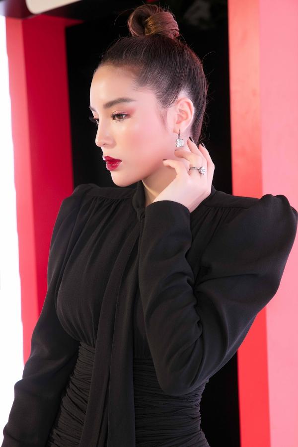 Hoa hậu Kỳ Duyên dát hàng hiệu dự event - 2