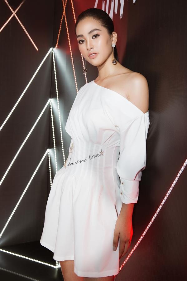 Hoa hậu Kỳ Duyên dát hàng hiệu dự event - 6
