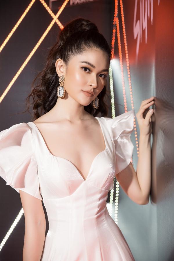 Hoa hậu Kỳ Duyên dát hàng hiệu dự event - 8